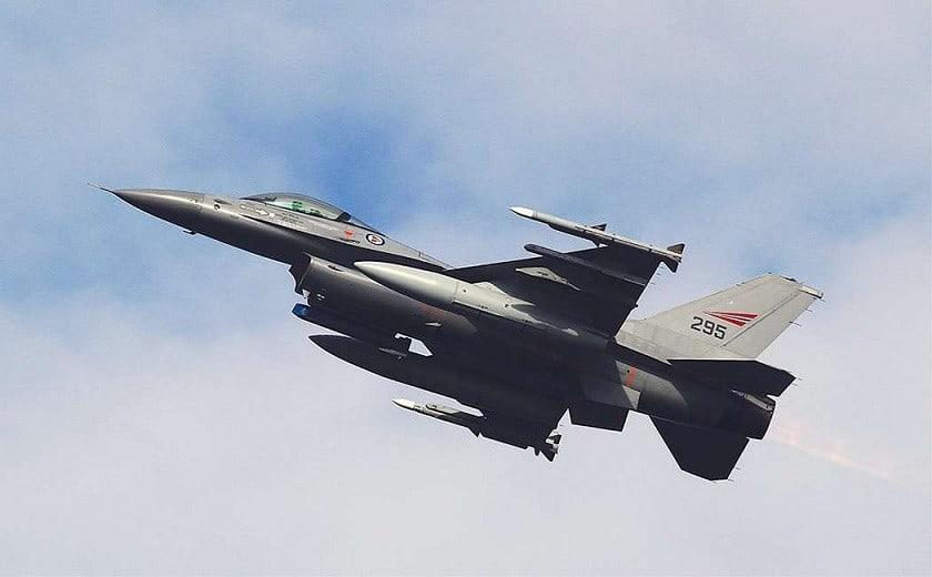 Prøv F-16 Simulator