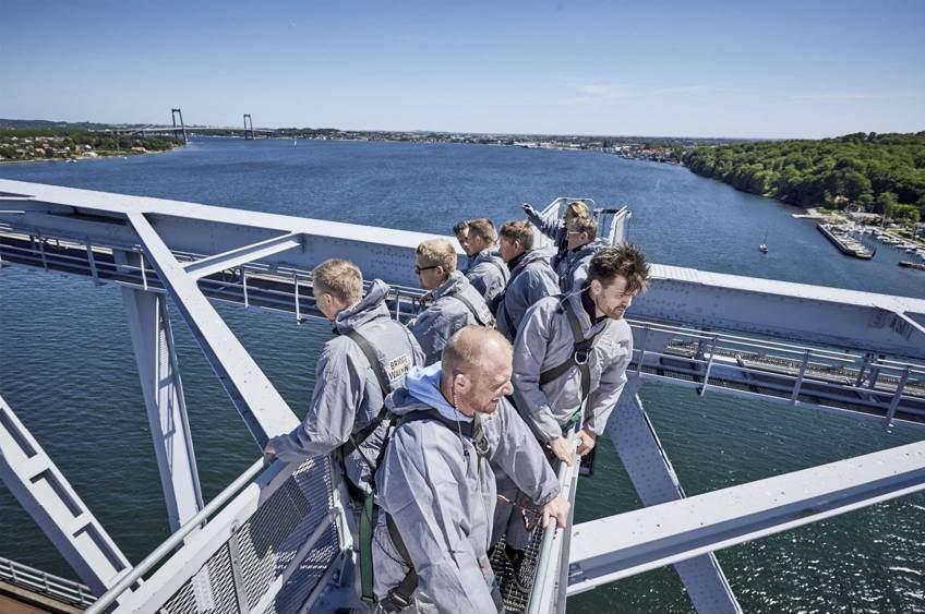 Bridgewalking Lillebælt på toppen af broen