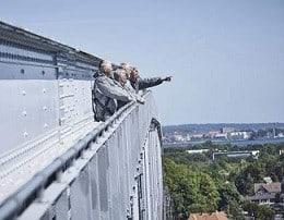 Bridgewalking gaveide