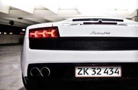 Passager I Lamborghini På Gade