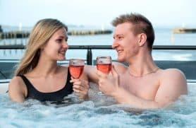 Spadag For 2 Med Vin & Tapas Hos Kurbad Limfjorden